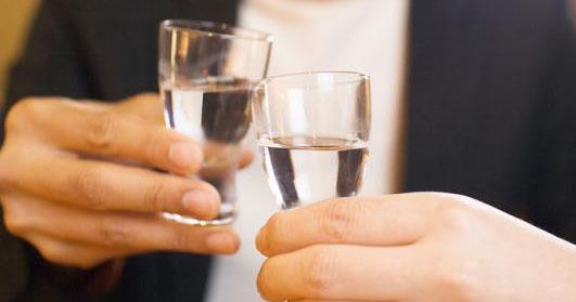 金六福一坛好酒:白酒传统文化的现代载体